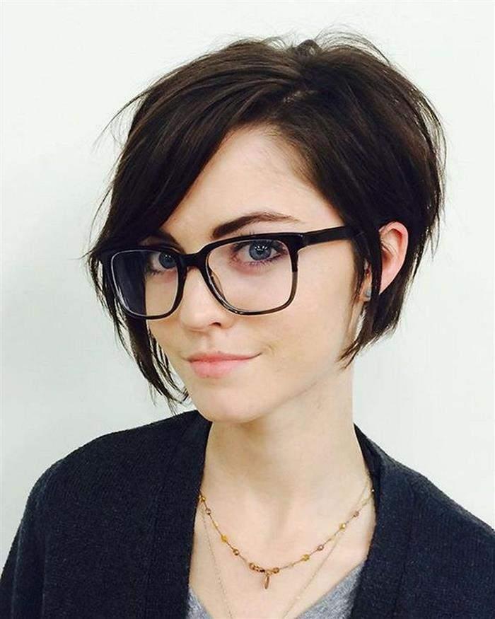 cabelo curto com ponta na frente