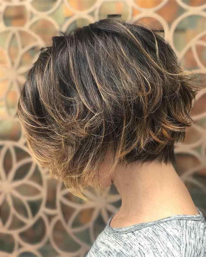 cabelo curto com bico