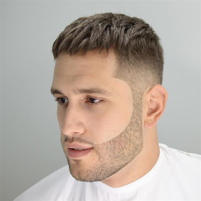 Cortes de cabelo masculino curto dos lados e grande em cima