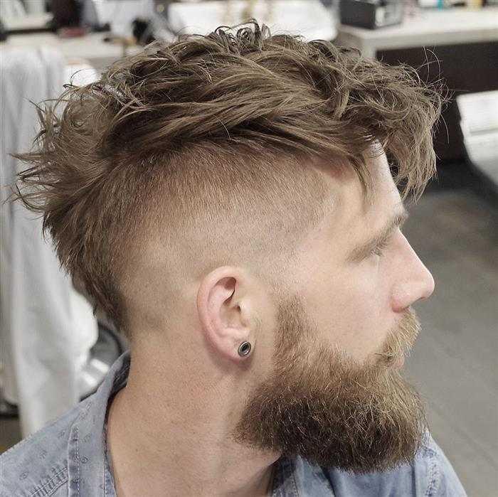 corte de cabelo degrade masculino com moicano