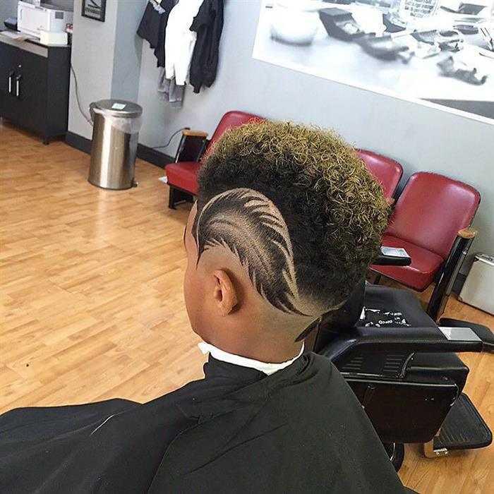 corte de cabelo masculino com desenho de folha