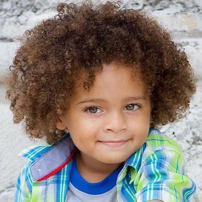 Corte de cabelo masculino infantil cacheado
