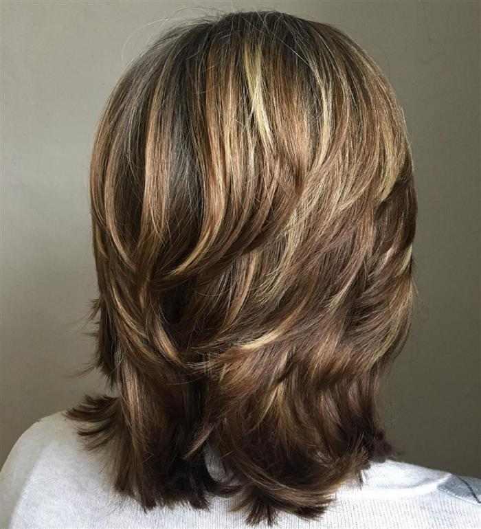 cabelo curto em camadas atras