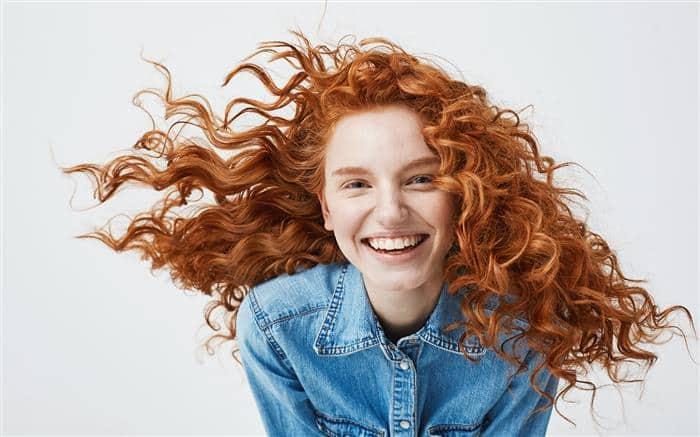 cabelo cacheado ruivo