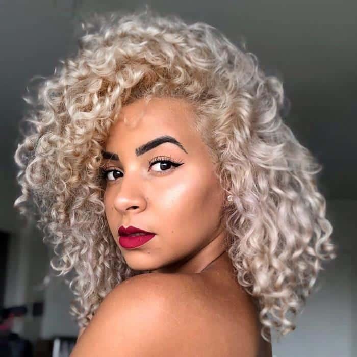 cabelos loiros 2020 cacheados