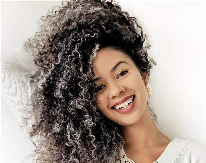 cabelo platinado feminino