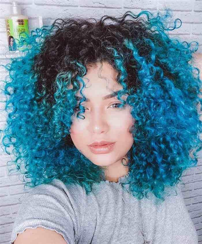 cabelo azul com preto