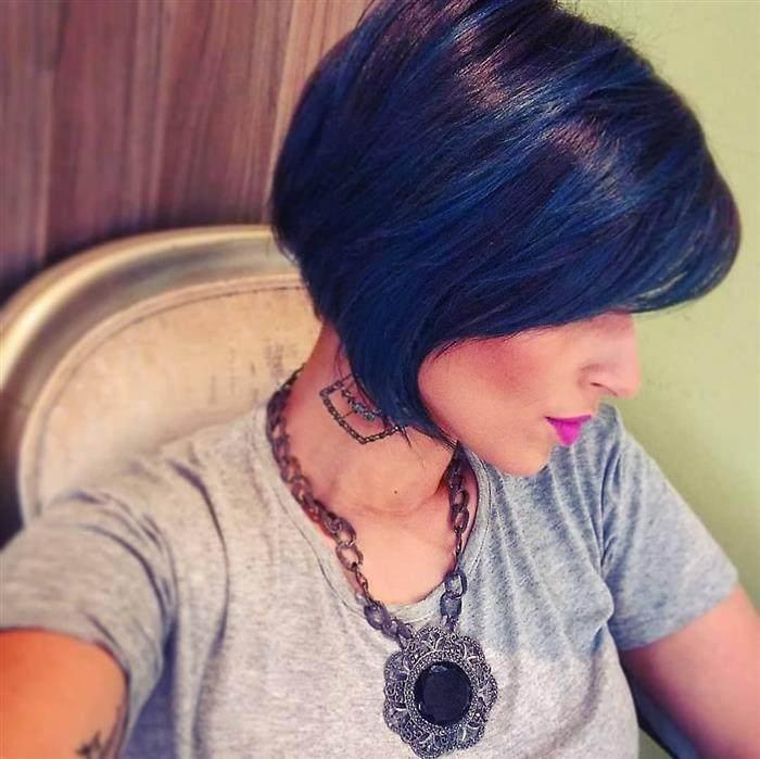cabelo azul em morenas