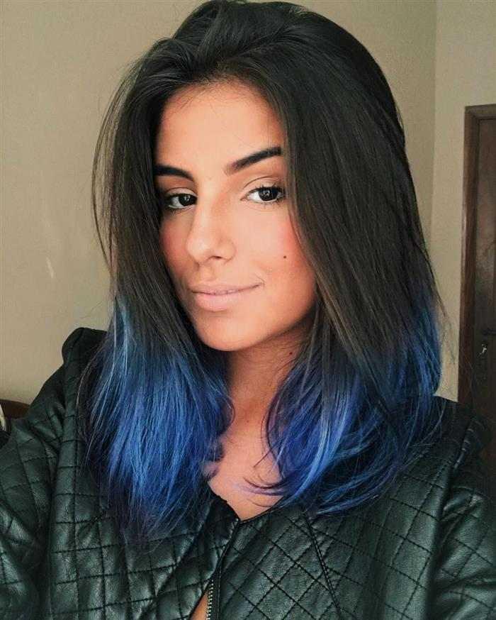 cabelo azul royal nas pontas