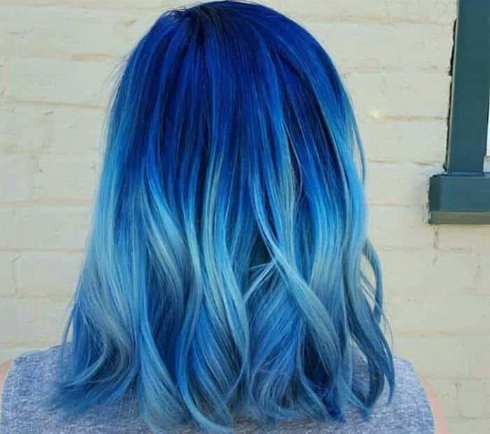 cabelo azul com mechas