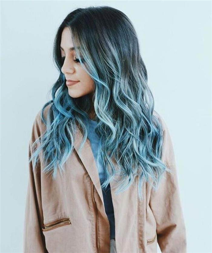 cabelo ondulado azul