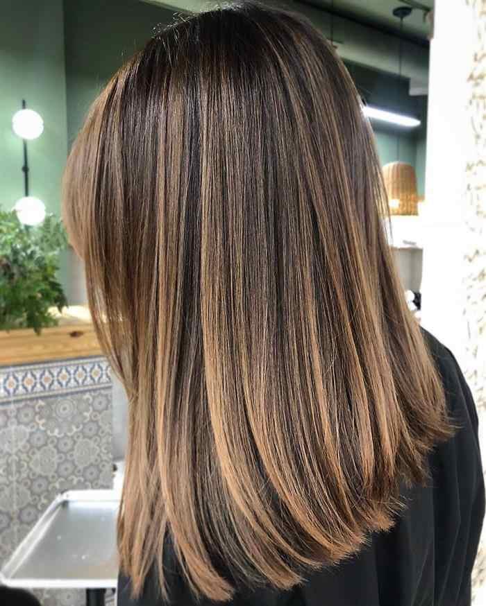 cabelos com luzes mel