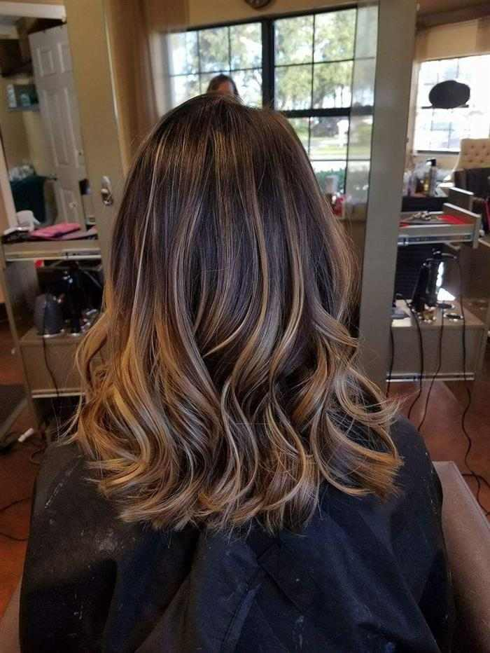 cabelos com luzes loiras