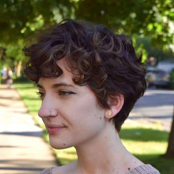 cabelos curtissimos ondulados