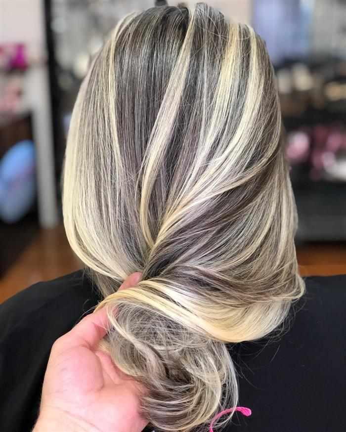 cabelo com luzes claras