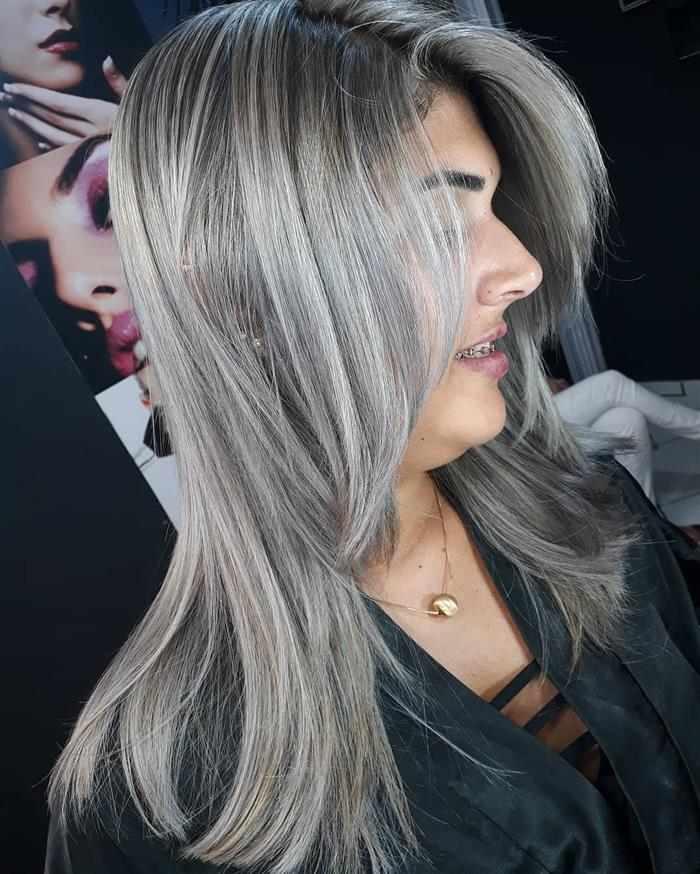 cabelos com luzes 2020 no ombro