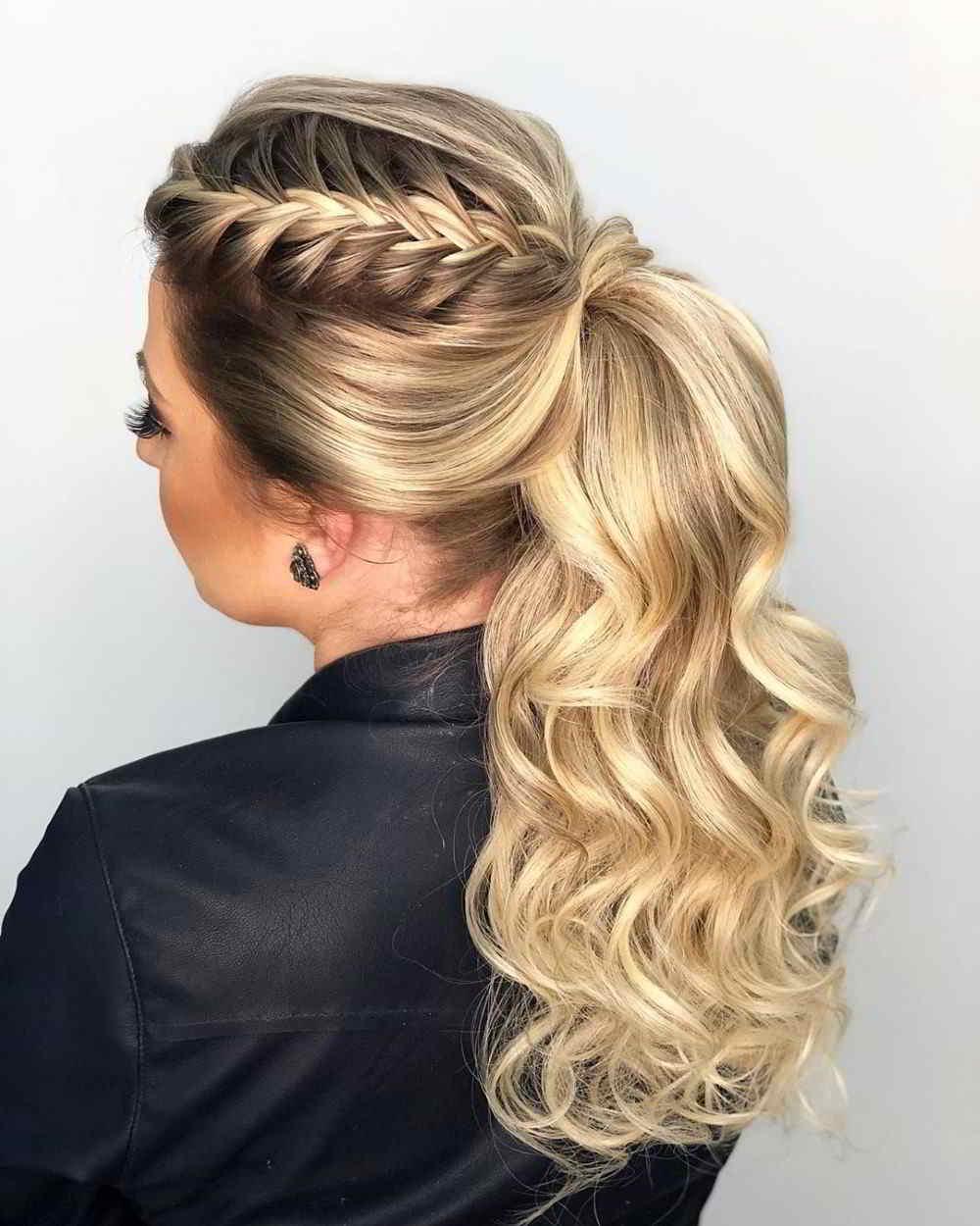 penteado em cabelo com luzes