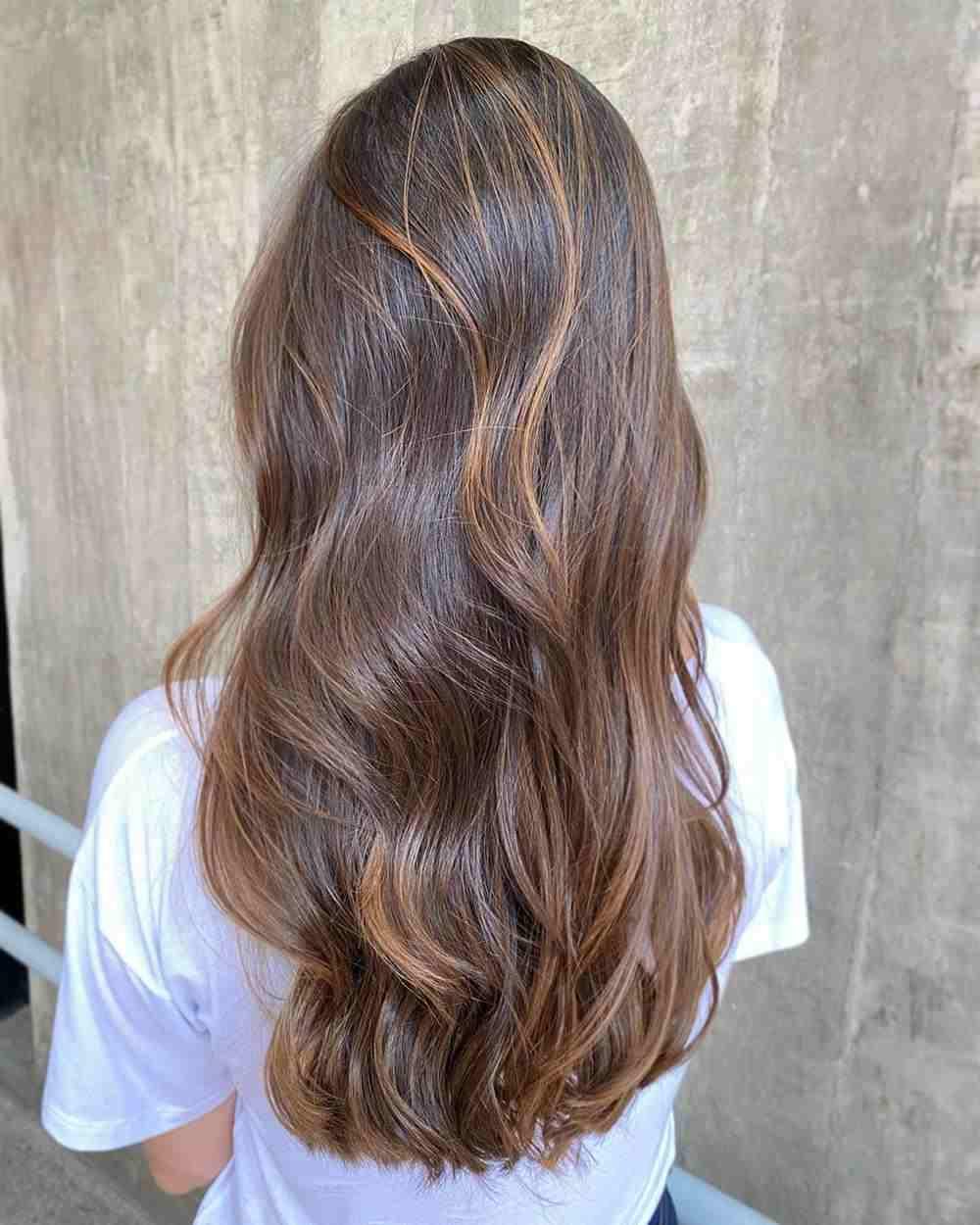 cabelo morena iluminada grande