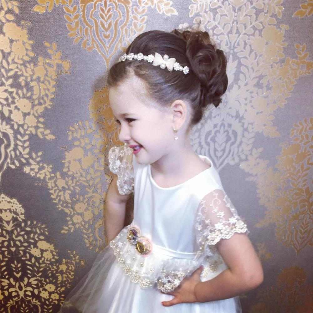 penteado com tiara daminha de honra