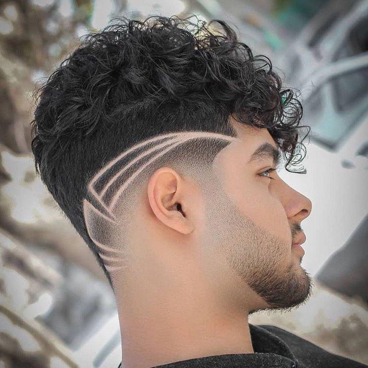 cabelo cacheado masculino com moicano