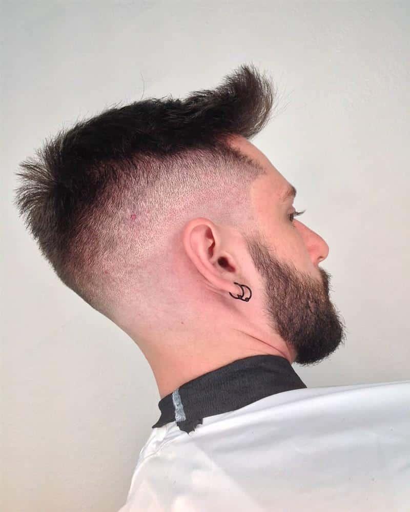 corte de cabelo curto com topete