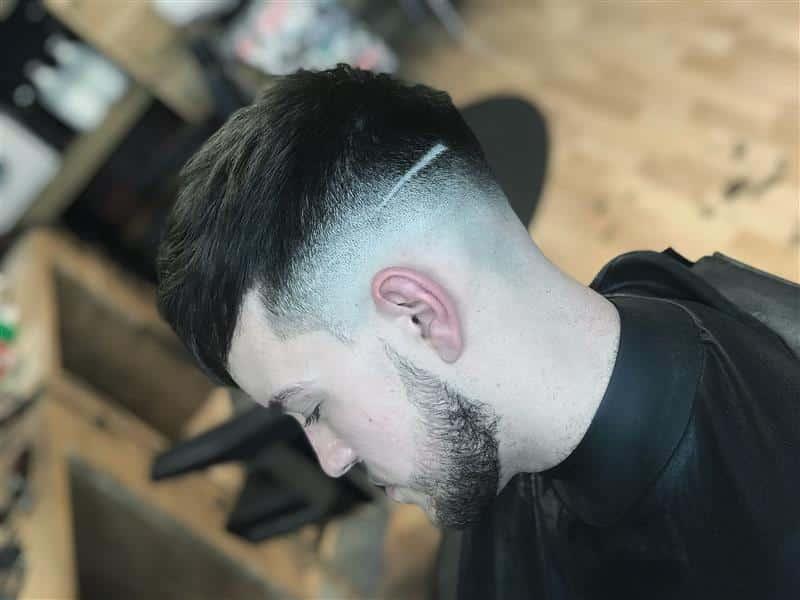 cabelo moderno com listra