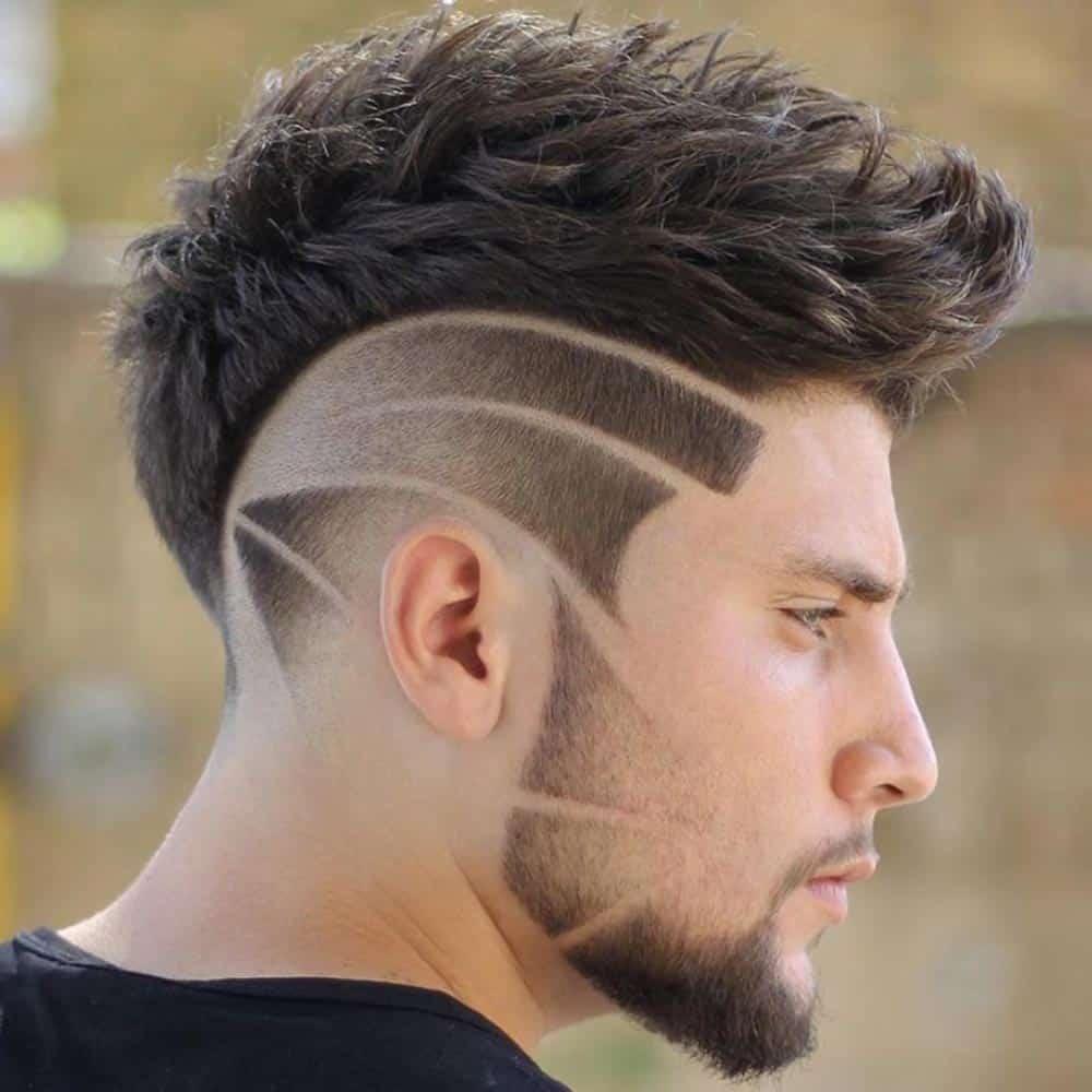 listras no cabelo e na barba