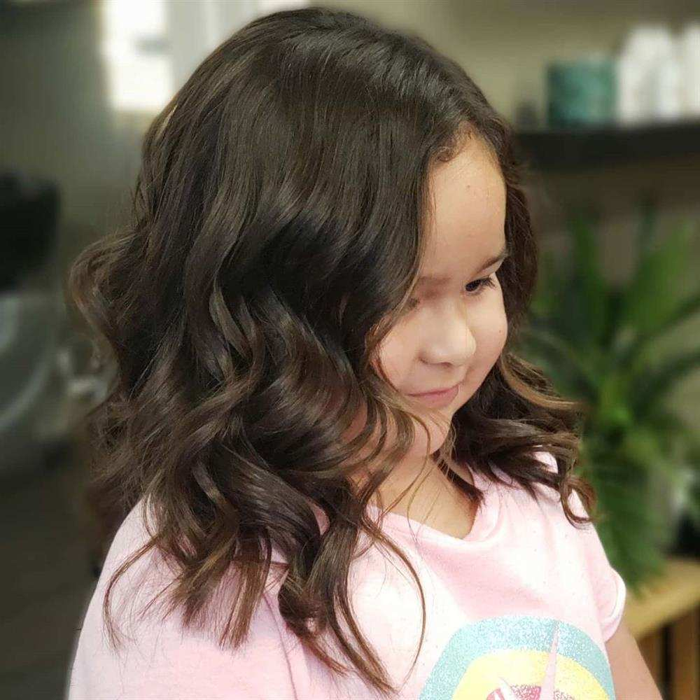 cabelo infantil para rosto redondo