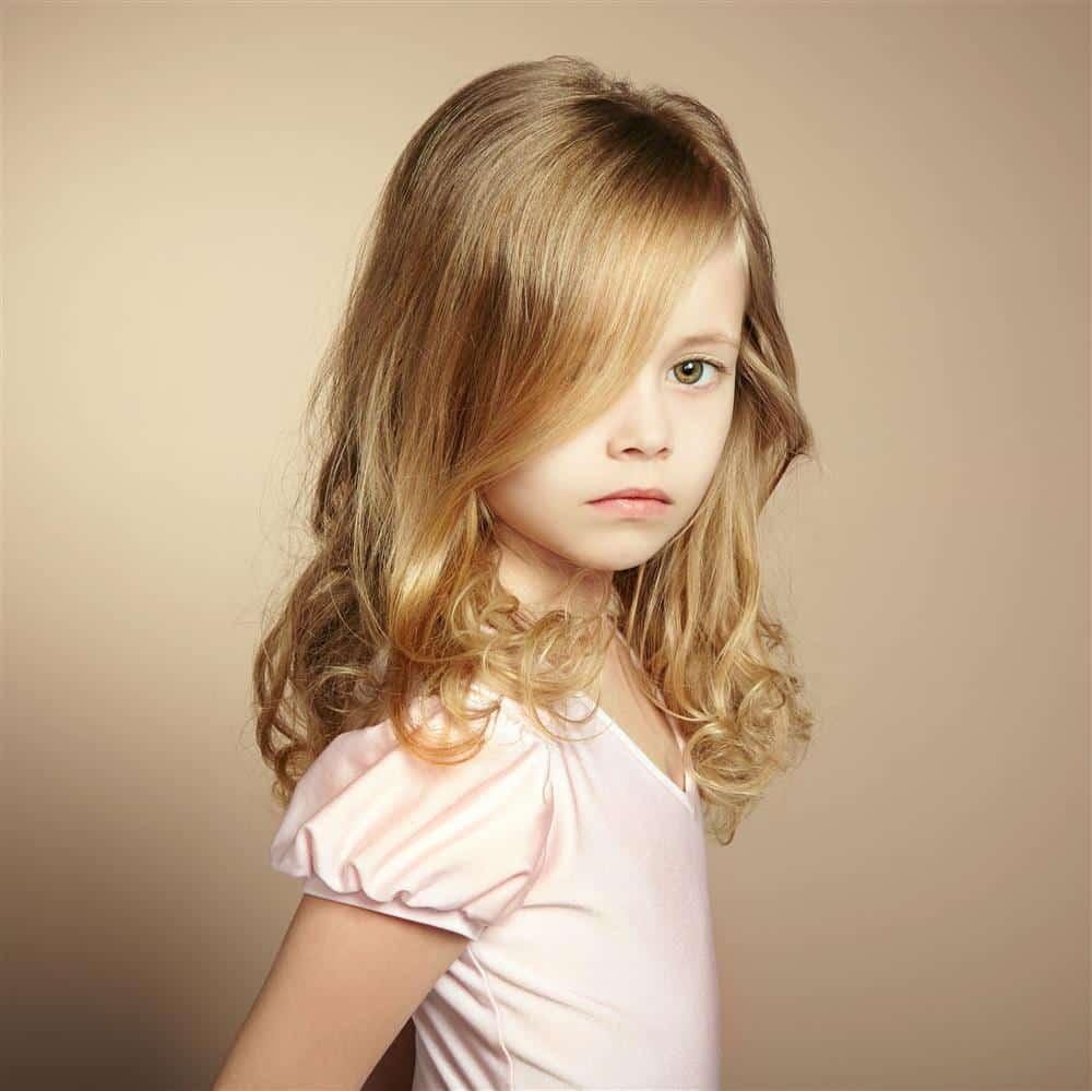 cabelo infantil abaixo do ombro