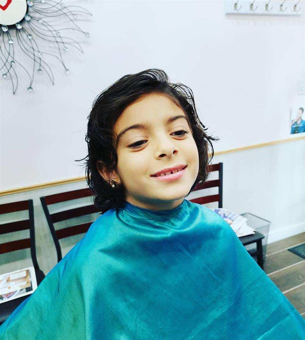 cabelo infantil no ombro