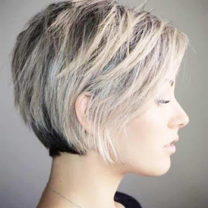 corte de cabelo curto com luzes
