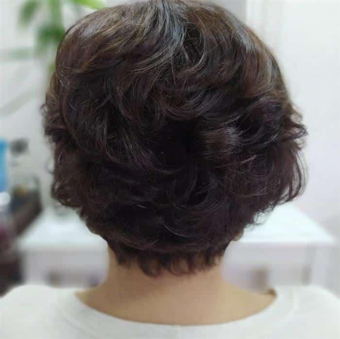 corte de cabelo curto desfiado em camadas