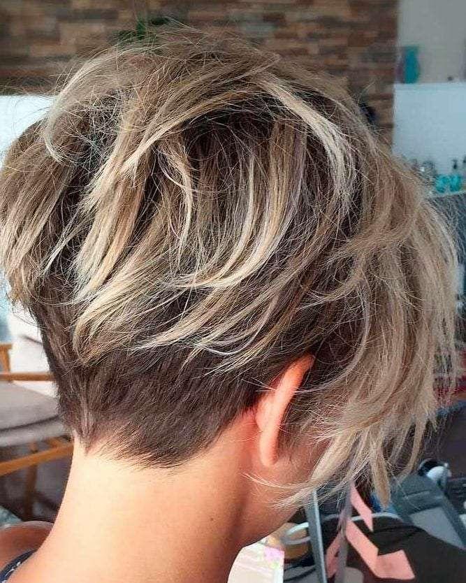 corte de cabelo curto desfiado na nuca