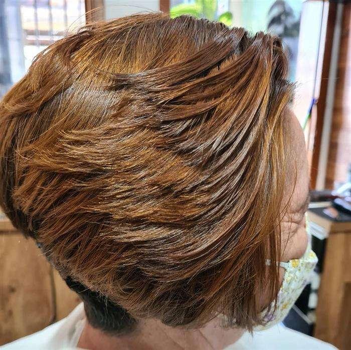 corte de cabelo curto em camadas