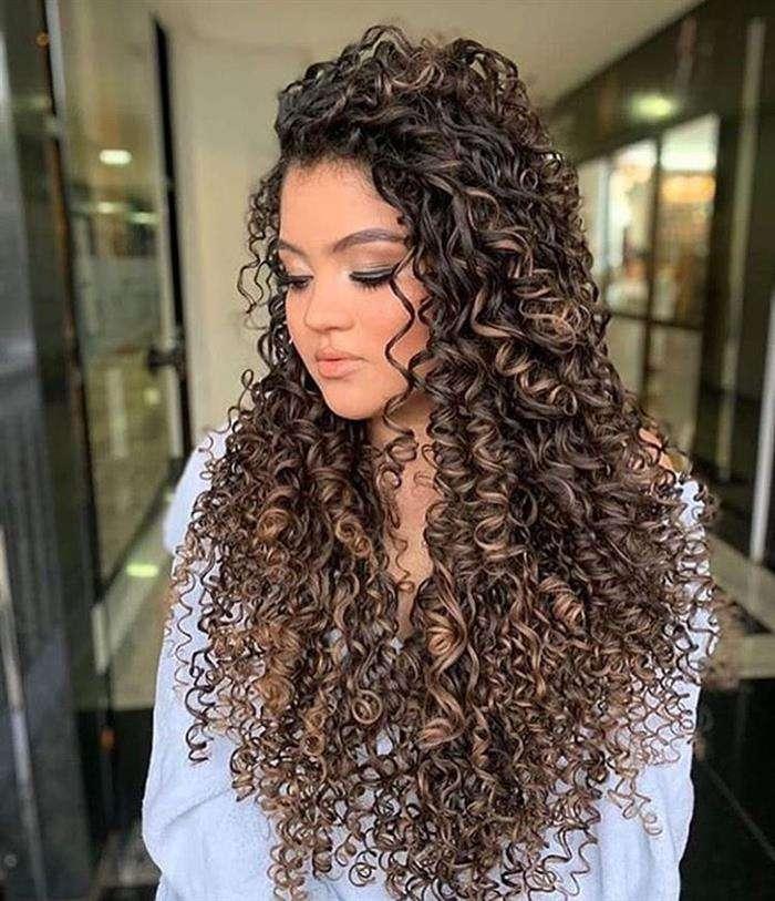 corte longo em cabelo cacheado