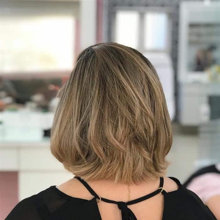 corte de cabelo medio a curto