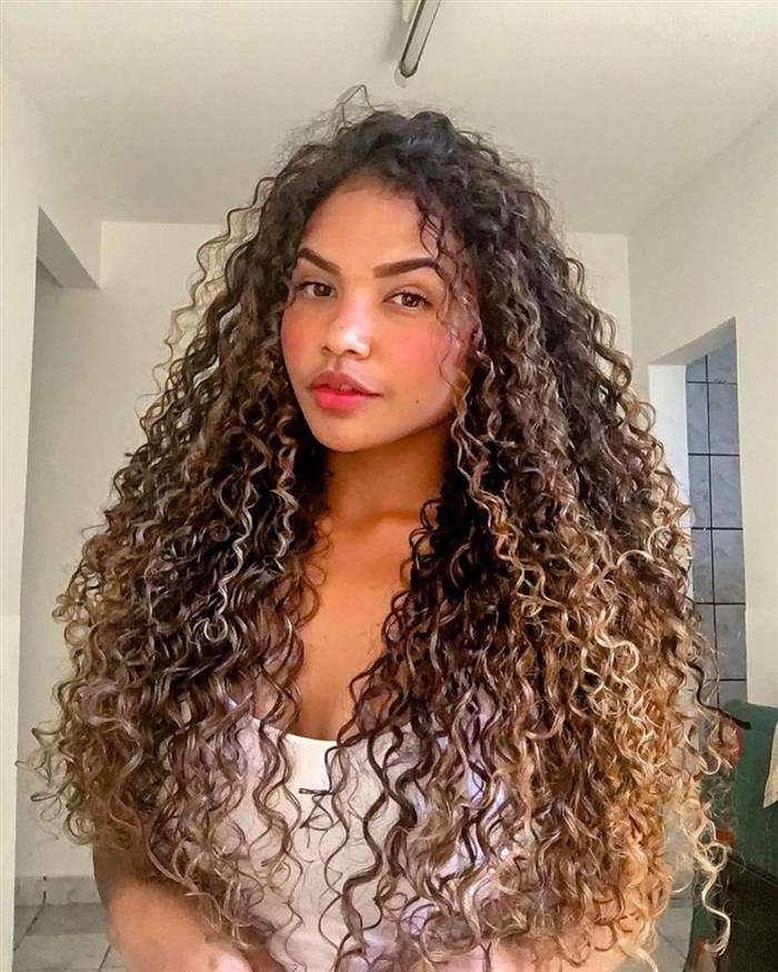 Cortes de cabelos longos e super cacheados