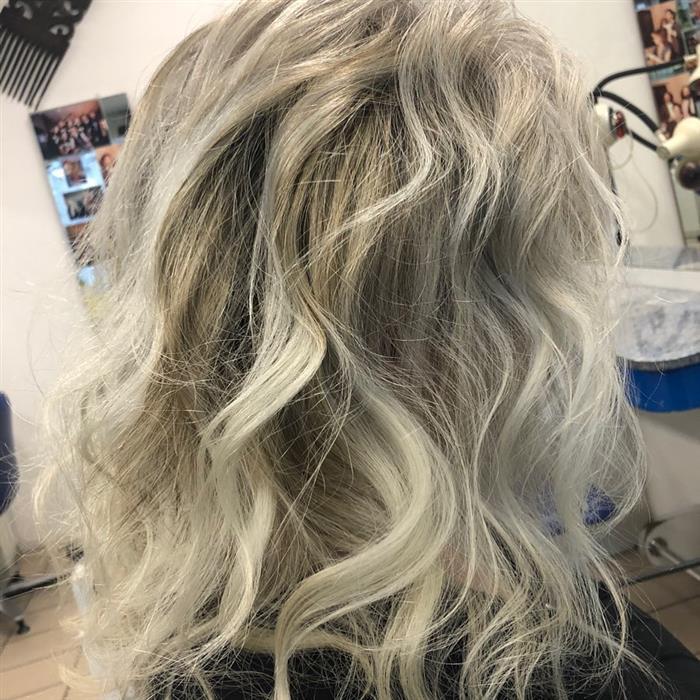 corte cabelo medio liso com franja