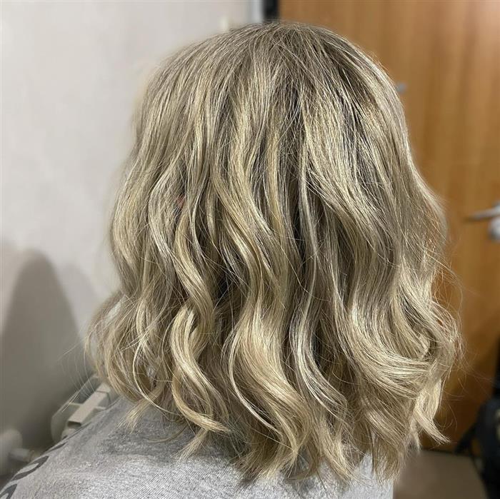 corte de cabelo medio assimetrico