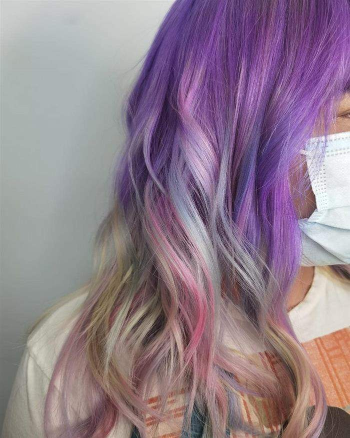 cabelo colorido com rosa