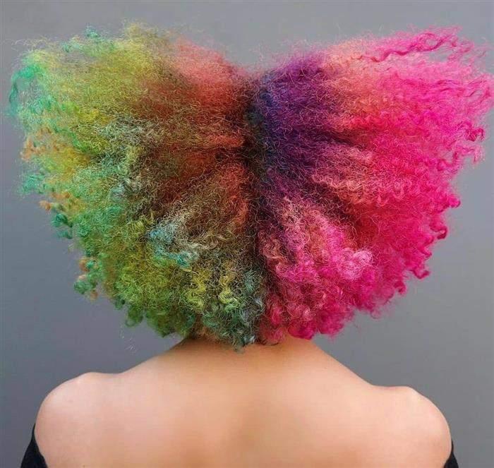 cabelo crespo colorido