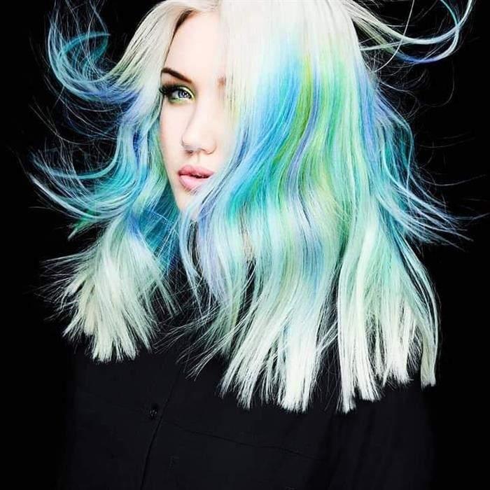 cabelo verde e azul