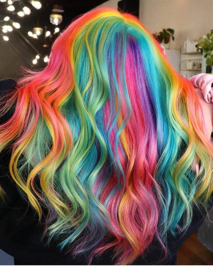 cores de cabelo com mechas coloridas