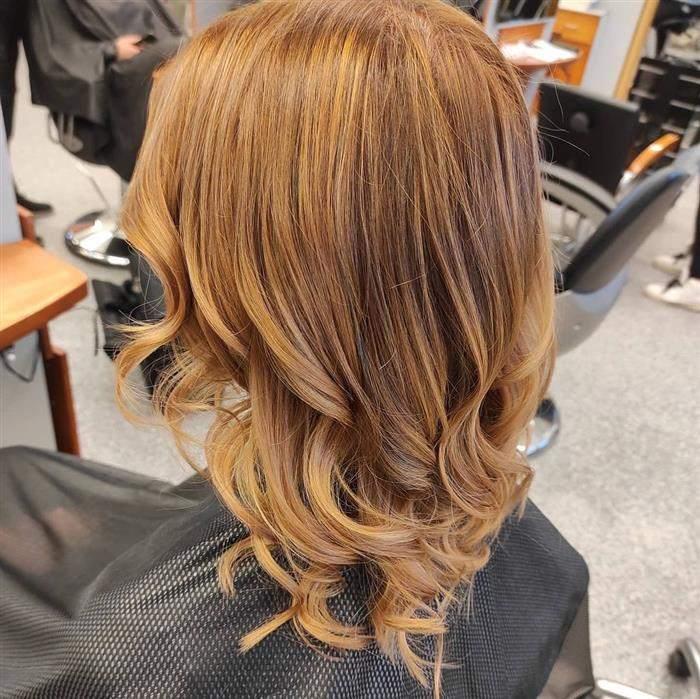 cores de cabelo com mechas loiras
