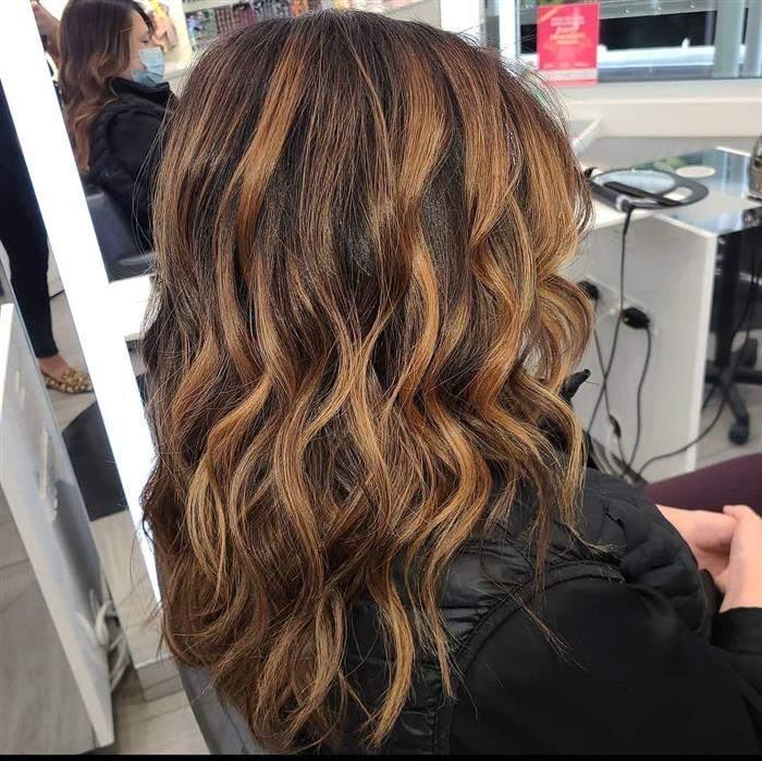 cores de cabelo de morena iluminada