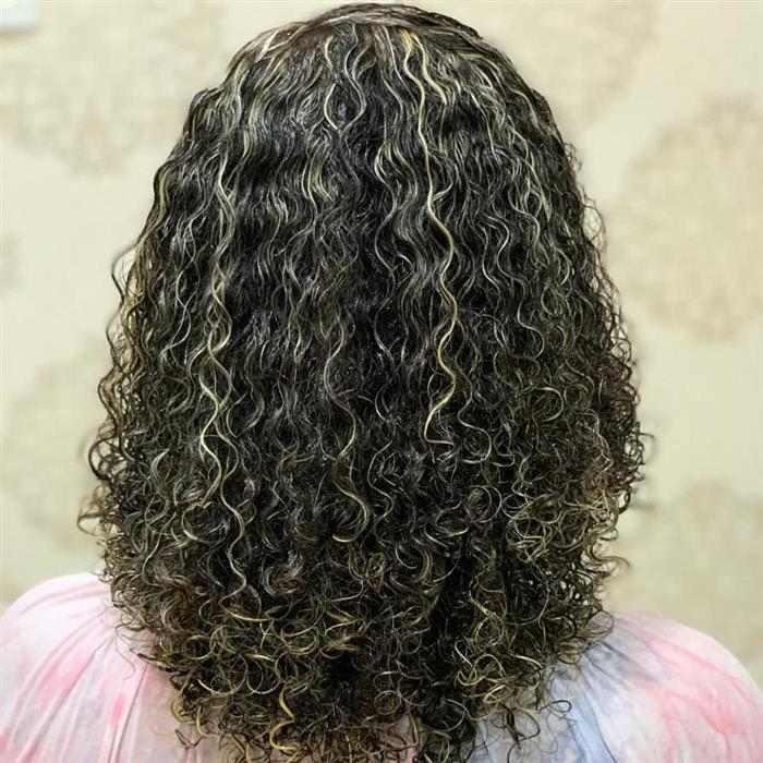 cabelo com luzes loiras