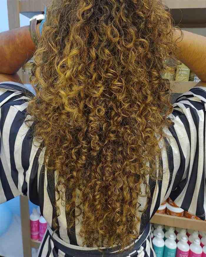luzes claras em cabelos longos