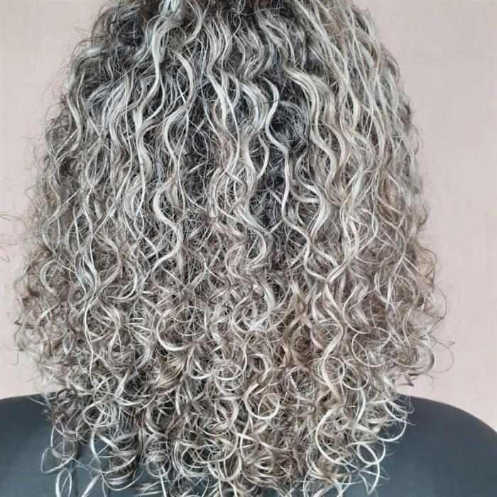 luzes em cabelos medios
