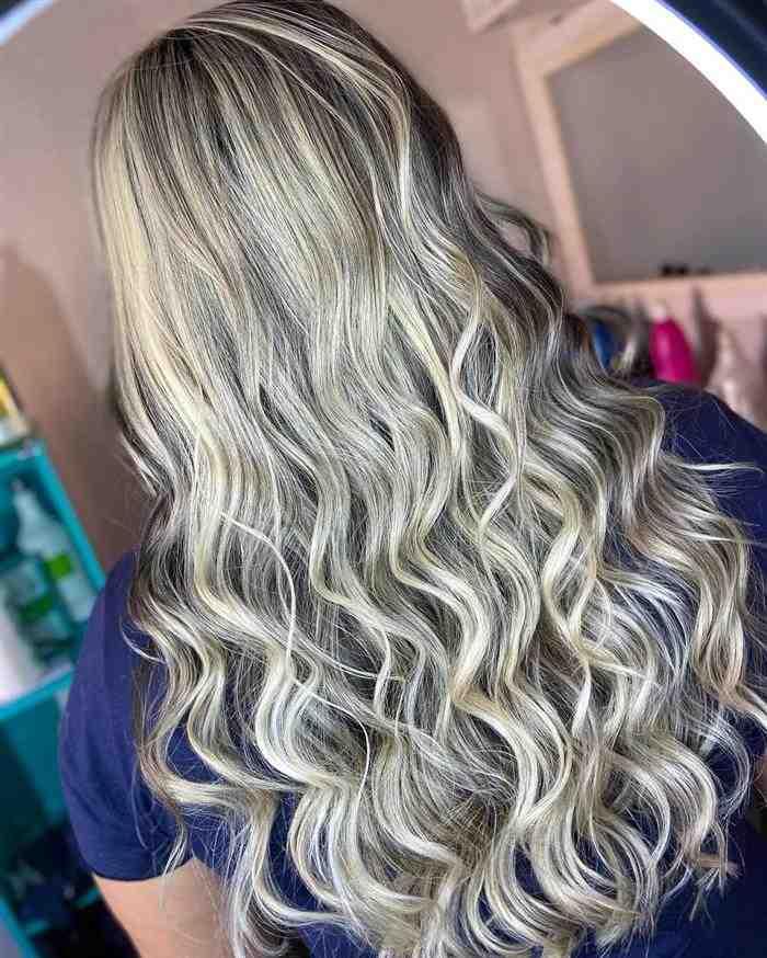 luzes em cabelos ondulados