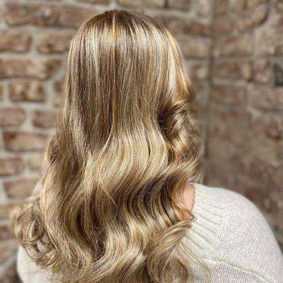 cabelo com mechas avelã